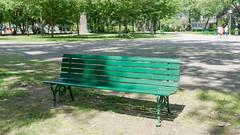 Invitation à une pause, Domaine Maizerets, Québec, Canada - 7279 (rivai56) Tags: québec canada ca invitationàunepause domainemaizerets banc de parc vert green park bench