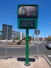 Playa del Inglés (skumroffe) Tags: playadelinglés grancanaria canaryislands islascanarias kanarieöarna spain sign skylt termometer thermometer