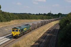 66605 13-07-18 (IanL2) Tags: freightliner class66 66605 emd wellingborough northamptonshire mml aggregates trains railways locomotive