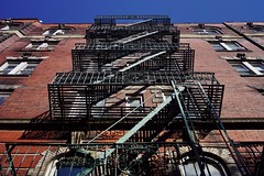 Greenwich Village - maison (luco*) Tags: usa united states america étatsunis damérique new york city greenwich village house maison escaliers stairs de secours