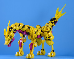 Rarihi 01 (Gamma-Raay) Tags: bionicle lego bricks moc build toy yellow lizard creature rahi fast run