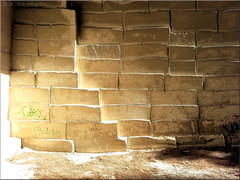 abandoned (Bernergieu) Tags: france provence lesbaux stonequarry steinbruch licht light handyshot