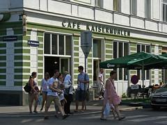 Straßenecke in Kaisermühlen (Wolfgang Bazer) Tags: kaisermühlen donaustadt wien vienna österreich austria strasenecke street corner