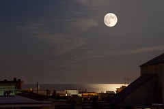 lluna plena i Mart (nuri_bri) Tags: luna lluna moon llunaplena lunallena fullmoon nit noche nigth mar mediterraneo mataró