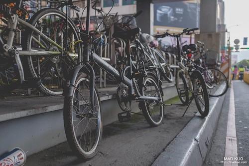 凌亂的腳踏車停放區