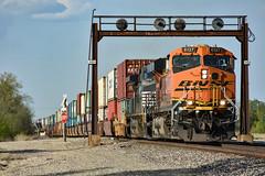 Bucklin signal bridge. (Machme92) Tags: bnsf burligrton ge gevo railroad railfanning railroads railfans rails rail row railroading railfan american atsf america nikon nikond7200