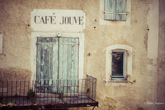 Café Jouve (Peter Jaspers (sorry less time to comment)) Tags: frompeterj© 2018 olympus zuiko omd em10 1240mm28 hff happyfencefriday fence fenced provence vaucluse paca luberon cafejouve vintage balcon balcony abandoned abandonnée
