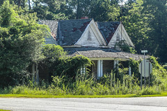 Abandoned home - Mt. Carmel, S.C. (DT's Photo Site - Anderson S.C.) Tags: canon 6d 24105mml lens mtcarmel mccormick county southcarolina sc upstate rural country road southernlife home house farm abandoned building rustic old vanishing vintage southern scenic america usa landscape decaying dying yesteryear aging serene classic fading bygone rfd summer