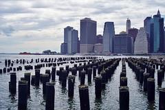 Brooklyn - vue sur Manhattan 1 (luco*) Tags: usa united states america étatsunis damérique new york city manhattan dowtown brooklyn east river rivière flickraward flickraward5