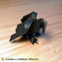 """Origami Challenge 65/365 """"Corvo"""" Modello creato nel 1999. Dettaglio degli artigli aggiunto nei primi anni 2000. ------------------------------------------- """"Crow"""" Model created in 1999. Claws detail added in the early 2000's.  #origami #cartapiegata #pape (Nocciola_) Tags: crow paperart cartapiegata corvo createdandfolded papiroflexia paperfolding originaldesign danielacarboniorigami paper origami"""