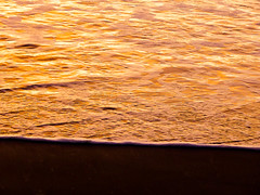 The Gold of Winter (Steve Taylor (Photography)) Tags: gold contrast yellow newzealand nz southisland canterbury christchurch beach ocean pacific sea waves surf northnewbrighton glow sunrise dawn