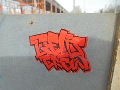 1453 (en-ri) Tags: gelo crew nero arancione tag parco dora torino wall muro graffiti writing adesivo sticker