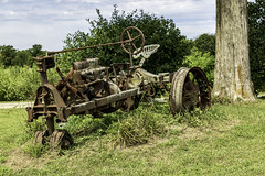 Tractor (will139) Tags: tractor relic abandoned rusty ruralindiana