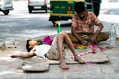 DSC_1229 (MaitreyaQ) Tags: newdelhi delhi india in street colors sleep