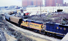 Baltimore & Ohio 6435 (CPShips) Tags: bo chessiesystem emd gp9 baltimore 1977