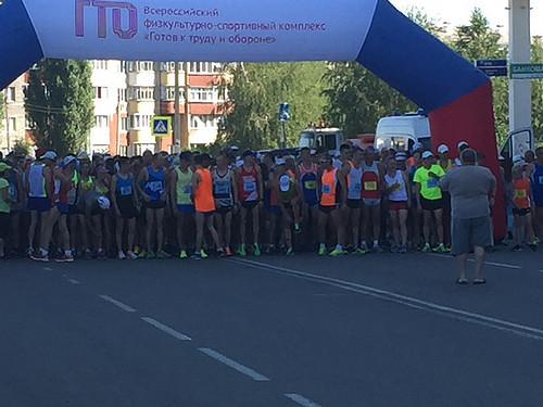 Старт марафонского пробега в Строителе 2017