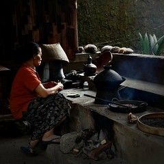 Roasting Coffee Beans, Bali (scinta1) Tags: bali kintamani bangli ecotourism tea coffee tasting woman ibu masak cooking traditional roasting dapur