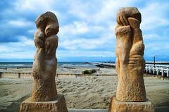 Paluches (Atreides59) Tags: belgique belgium plage beach sable sand mer sea jaune yellow water eau ciel sky nuages clouds monument bleu blue pentax k30 k 30 pentaxart atreides atreides59 cedriclafrance