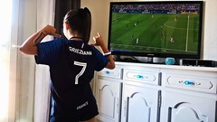 On est les champions!!! We are the champions!!! (Isa****) Tags: football champions france match finale coupe fille girl television bleus griezmann 7 maillot