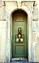 The green door saves your life. (BarbaraBonanno BNNRRB) Tags: greciagreece greek grèce греция يونان ギリシャ grecia greece barbarabonanno bonannobarbara bybarbarabonanno bnnrrb foto photo