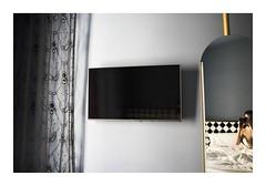 Madrid, Espagne _K000675 (Jordane Prestrot) Tags: ♋ jordaneprestrot madrid hôtel hotel chambre bedroom habitación miroir mirror espejo réflexion reflection reflexión tv téléviseur télévision television tele televisión televisor télé trounoir blackhole
