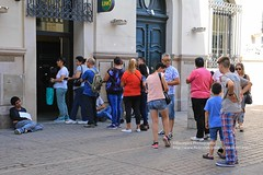 Salta, downton queue and poverty (blauepics) Tags: argentina argentinien salta province provinz provincia blue sky blauer himmel andes anden city stadt architecture architektur buildings gebäude houses häuser downtown people leute men männer women frauen queue schlange armut poverty begging betteln
