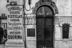 REVOLWERS (185/365) (Walimai.photo) Tags: black white blanco negro byn bw branco preto blanc noir street calle rua lisboa lisbon portugal lx5 lumix panasonic