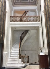Marble staircase in 1 Montgomery Street. Built in 1908 for the First National Bank of San Francisco, then bought by Crocker Bank, then Wells Fargo Bank. The architect was Willis Polk. (JoeGarity) Tags: white marble staircase stairs willispolk bank building sanfrancisco