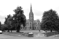 Salisbury Cathedral [2] (Ian R. Simpson) Tags: salisburycathedral cathedral cathedralchurchoftheblessedvirginmary cofe churchofengland anglican church lawn grass tower spire building wiltshire england bw salisbury cathedralclose