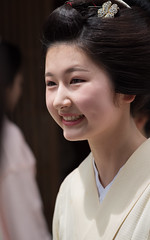 pure (byzanceblue) Tags: kyoto maiko geisha geiko kagai miyagawacho japan japanese woman girl female beauty cute beautiful 宮川町 京都 kimono gion dance lovely 舞妓 舞踊 traditional kanzashi formal 祇園 black 花街 white color colour flower nikkor background people photo portrait professional lady lovery 芸妓 着物 bokeh red traditonal