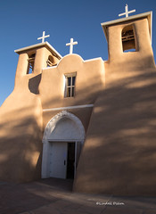 San Francisco de Asis Mission Church (Lindell Dillon) Tags: sanfranciscodeasismissionchurch taos newmexico travelphotography spanishcolonial architecture church mission