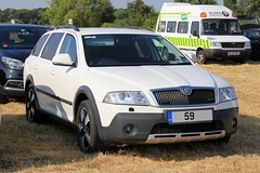 Unknown Emergency Service Unmarked Skoda Octavia Scout (PFB-999) Tags: unknown emergency service ambulance medical unmarked skoda octavia scout estate 4x4 car vehicle unit grilles dashlight leds rescue day 2018