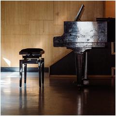 Vacancy (Thomas Listl) Tags: thomaslistl color square piano grandpiano chair pianochair light concert music musicalinstrument wood reflection walldürn