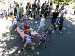 Tischlein deck dich, in Geseke unterwegs. (Süßwassermatrose) Tags: 2018 geseke festumzug gösselkirmes nrw deutschland germany tischleindeckdich märchen