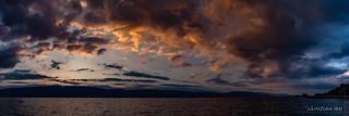 Coucher de soleil panoramique sur le Lac de Neuchâtel (Switzerland)