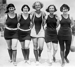 photo five beauties.jpg (Star de Cinéma) Tags: arc0002900 photofivebeauties friends bestfriends girlfriends fivepeople women female arminarm walking beach 1920s twenties american bathingsuit wool stockings daring risque happy smiling fun beachwear fashion vintage pals roaringtwenties babes knees jerseysuit bathingbeauties funloving blackwhite unspecified