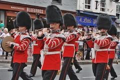 Windsor Castle Guards (gary8345) Tags: greatbritain soldiers windsor soldier britain guards guns england windsorcastle 2018 unitedkingdom guardsmen marching guardsman snapseed gun uk