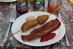 Gegrilltes Bauchfleisch mit Steak Sauce und gegrillte Pellkartoffeln mit Honig Senf Sauce (multipel_bleiben) Tags: essen zugastbeifreunden kartoffeln schweinefleisch grillen sose