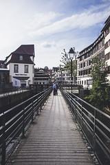 Petite France (robertosanchezsantos) Tags: estrasburgo strasbourg francia france europa europe viaje travel portrait gente people arquitectura architecture arte art urbano urban abstracto abstract retrato puente bridge