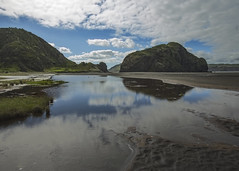Inland Whatipu Beach (fantommst) Tags: lisaridings fantommst whatipu nz newzealand auckland northisland beach blacksand sand landscape waterscape water rock inland reflection