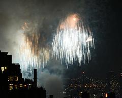 Macys Fireworks NYC 2018-40 (Diacritical) Tags: nikond850 pattern 70200mmf28 16secatf80 july42018 84107pm f80 165mm brooklyn macys4thofjuly fireworks