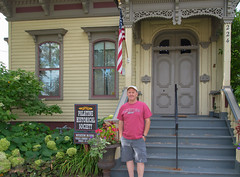 Who We Are # 30 (Joe_Petykowski_Jr) Tags: house claysonhousemuseum palatine illinois 60067 old historic selfie 52weeksof2018 joe flowers flag