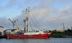 Ashton Matthew (pjpink) Tags: boat ship trawler channel water coast coastal eastcoast crystalcoast beaufort northcarolina nc carolina may 2018 spring pjpink 2catswithcameras