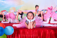 Happy Day Kindergarten Graduation 396 (C & R Driver-Burgess) Tags: stage platform ceremony parent mother father teacher child kids boy girl preschooler small little young pretty sing dance celebrate pink dress skirt red white blue bowtie 台 爸爸 妈妈 父亲 母亲 父母 儿子 女儿 孩子 幼儿 粉红色的 衬衫 短裤 篮球 跳舞 唱歌 漂亮 帅 好看 小 people gauzy compere 打篮球 短裤子 黑 红 tamronspaf2875mmf28xrdildasphericalif 6yrsold text writing sign balloons ballet gloves tights stretch group sit lean cup reach 同学 班 tutu