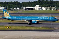 Vietnam Airlines | Airbus A321-200 | VN-A398 | Tokyo Narita (Dennis HKG) Tags: aircraft airplane airport plane planespotting skyteam canon 7d 100400 tokyo narita rjaa nrt vietnam vietnamairlines hvn vn airbus a321 airbusa321 vna398