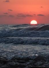 a new day begins (*BegoñaCL) Tags: sol amanecer mar mediterráneo playa olas azul naranja cielo horizonte nubes neblina playpuig verano begoñacl