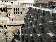 chand baori stepwell (4) (kexi) Tags: rajasthan india asia abhaneri chandbaori steep steps stepwell well ancient old geometry pattern people tourists deep samsung wb690 february 2017 architecture instantfave
