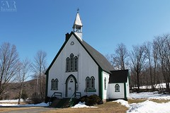 Holy Trinity Anglican Church (1864), Iron Hill, QC (Eve-Marie Roy) Tags: evemarieroy costard église church bâtiments building village rurale rural campagne old cantonsdelest easterntownships quebec canada monteregie lacbrome ironhill patrimoine