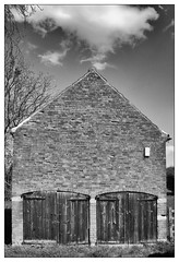 Orston Barn (dam design) Tags: barn doors monochrome village farmingham orston nottinghamshire