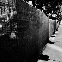 Un ruban de dentelle pour garder les secrets... (woltarise) Tags: travaux protection bâche siteangus industriel montréal rosemont streetwise perspective williamtremblay rue iphone7